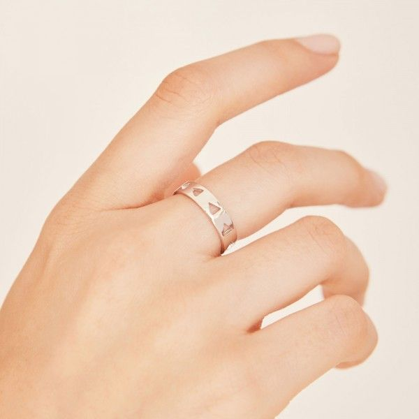 Follow silver ring hand 1