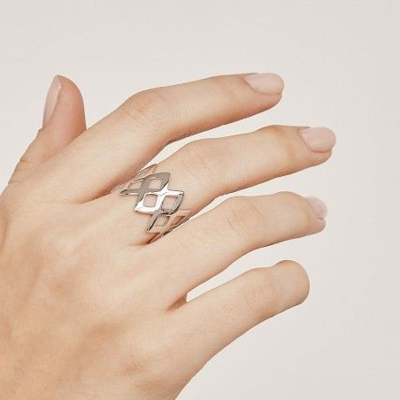King silver ring hand