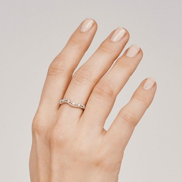 Brighty silver ring hand 2