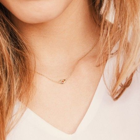 Twirl gold necklace detail