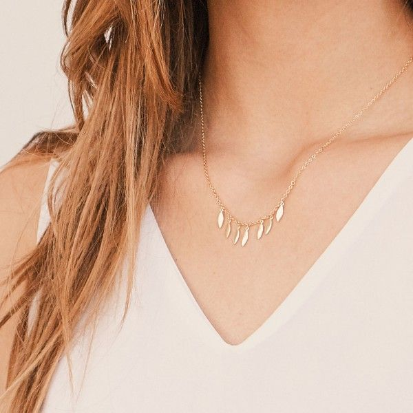 Drizzle gold necklace detail
