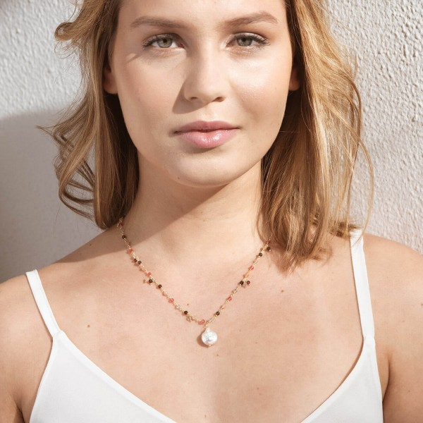 Pink Pearl Gold necklace model 2
