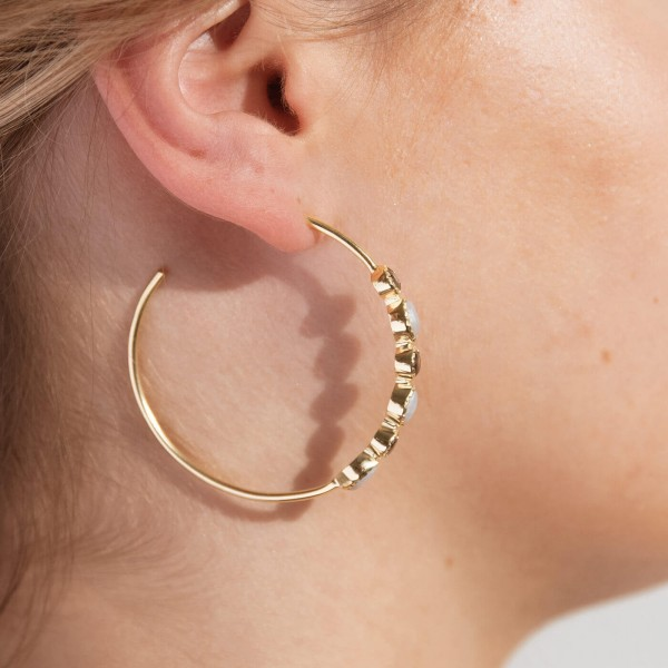 Smoky Bibba Gold hoop earrings model 4