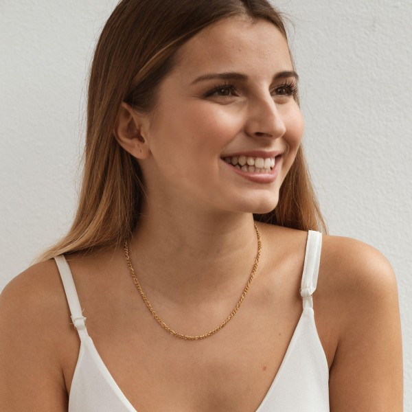 Gold figaro chain necklace girl 1