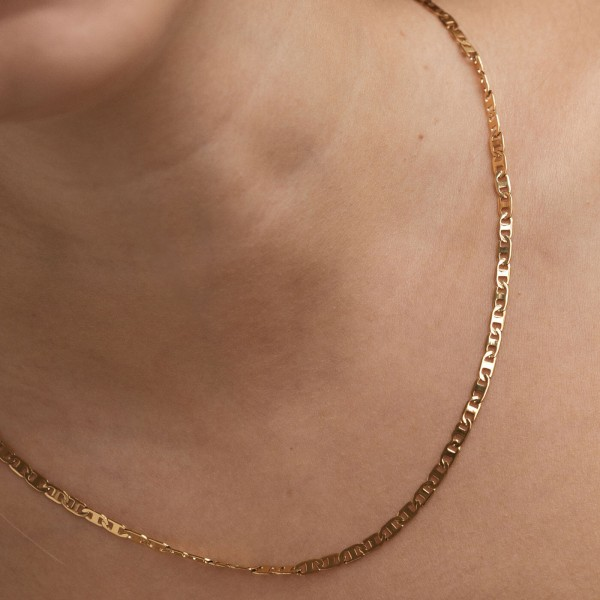 Thin gold chain necklace detail 3