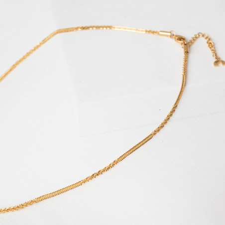 Gold texture thin chain necklace detail