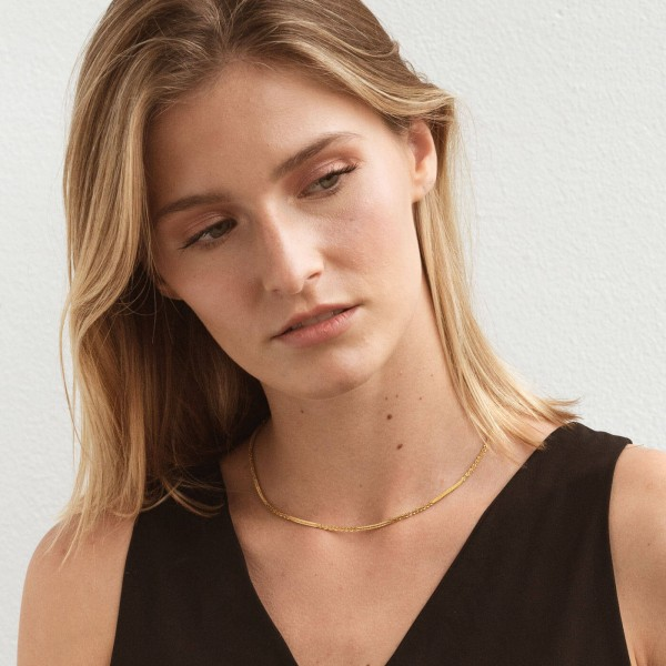 Gold texture thin chain necklace girl 3